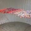 Marian Smit en Maurice Christo van Meijel: Bijen (2019) installatie van bedrukt papier en zijdedraad, 240 x 100 x 140 cm.