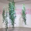 Marian Smit en Maurice Christo van Meijel: Lathyrus (2017) installatie van muurschildering en papierstructuren, 200 cm hoog.
