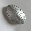 Pissebed, gegoten cement, aluminiumverf, 2,5 x 8,5 x 5,5 cm
